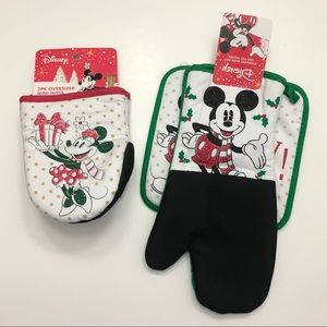 Mickey and Minnie Mouse Christmas Oven Mitts
